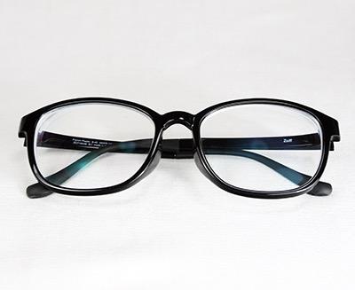 Black glasses by Zoff